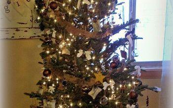 burlap christmas tree skirt and diy ornaments, crafts, seasonal holiday decor, Tree with homemade ornaments and burlap garland