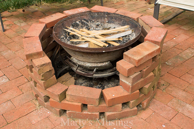 Check Out This Fire Pit Made With Free Bricks and an Old ...