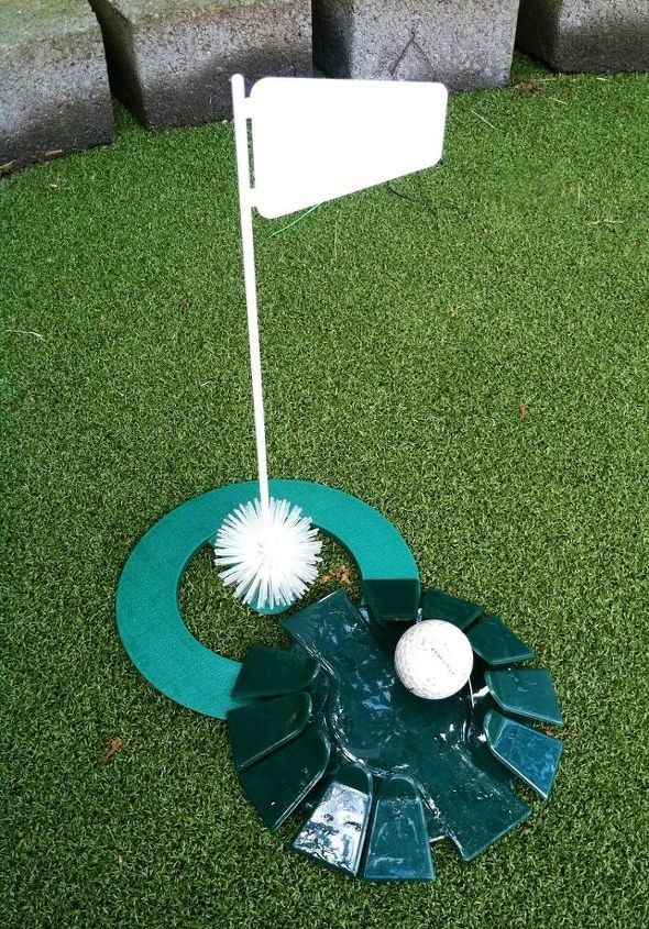 Flag and portable putting hole!