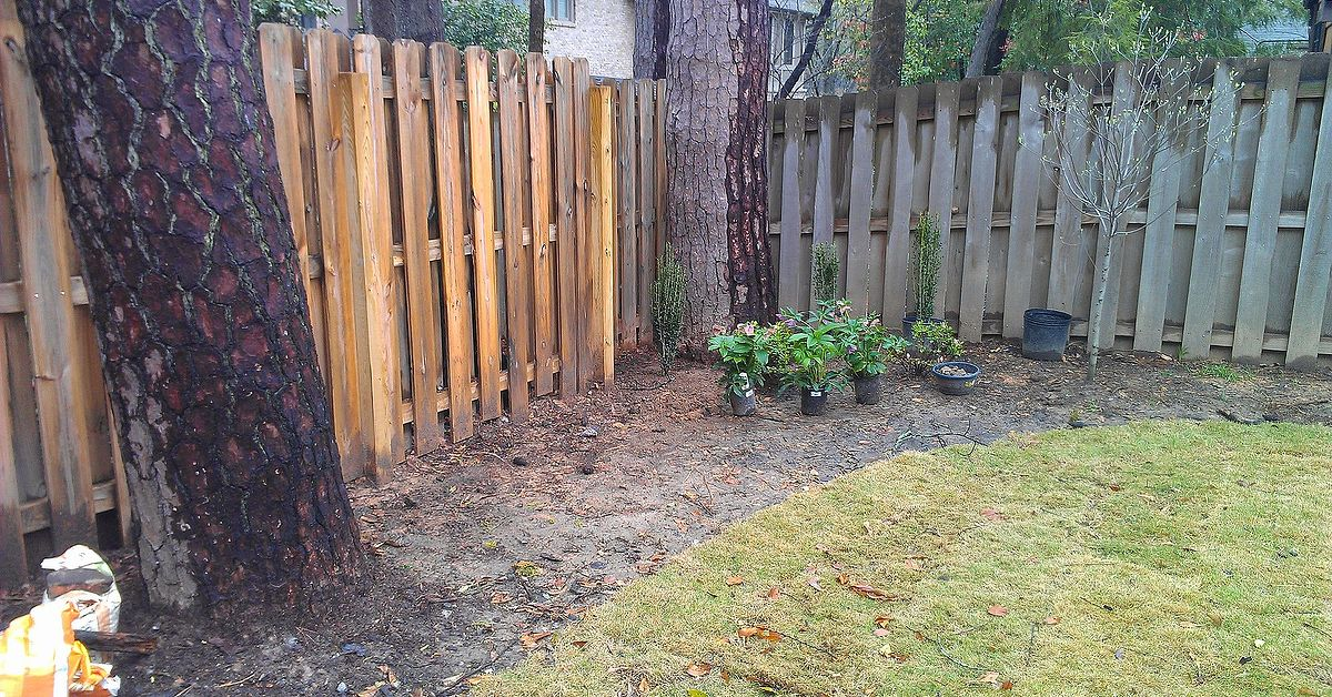 Ideas for landscaping along a backyard fence? | Hometalk on Backyard Landscaping Along Fence id=26272