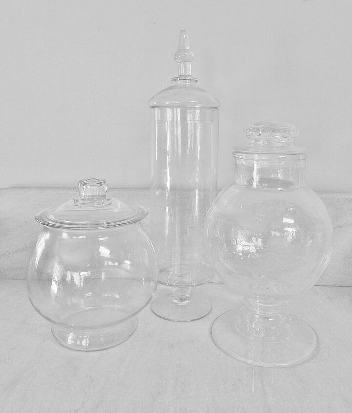 Select container(s) made of clear glass. An open container is ideal for succulents. A closed container is better suited for humidity loving plants.