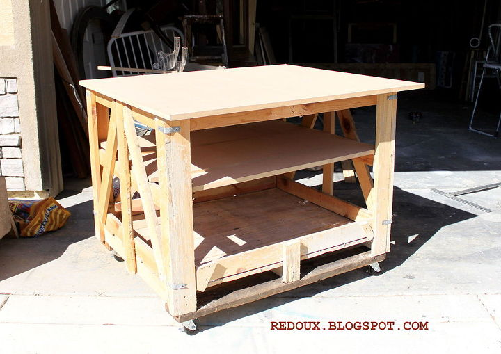 make a moveable work bench from a shipping pallet, diy, pallet, repurposing upcycling, shelving ideas, storage ideas, woodworking projects