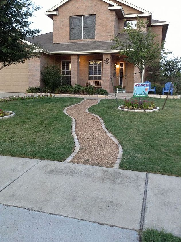 Front Yard - Pathway