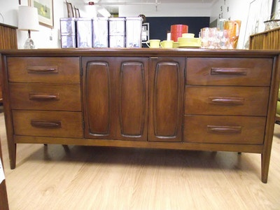 dresser turned buffet, chalk paint, painted furniture, repurposing upcycling, This is what it looked like before but keep in mind this is NOT mine Mine was NOT in this great shape but looked exactly like this I never would have painted it if it looked this good