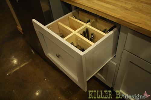 Upright utensil storage drawer