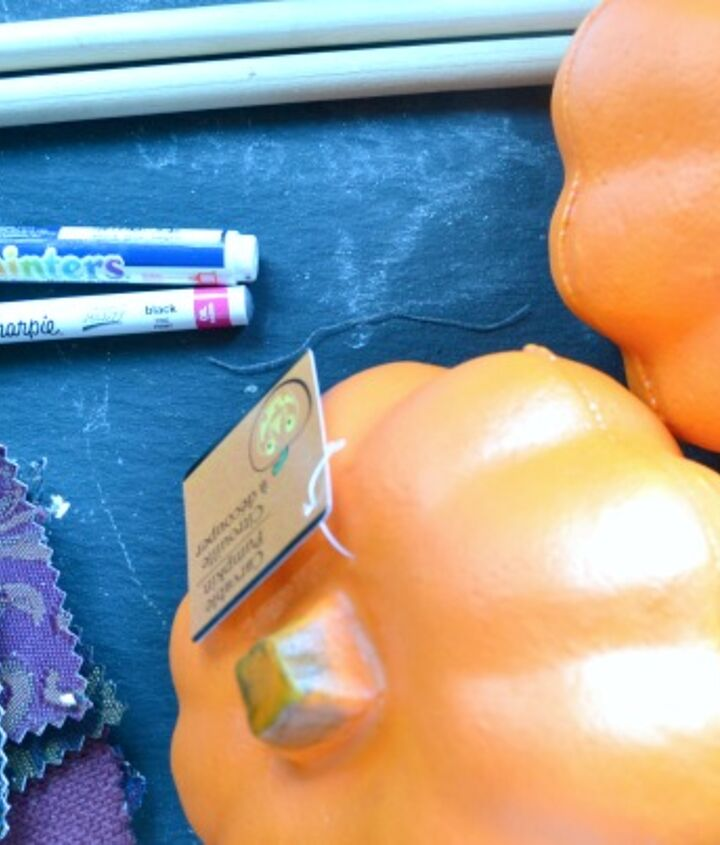the simple materials needed to make this fall craft.