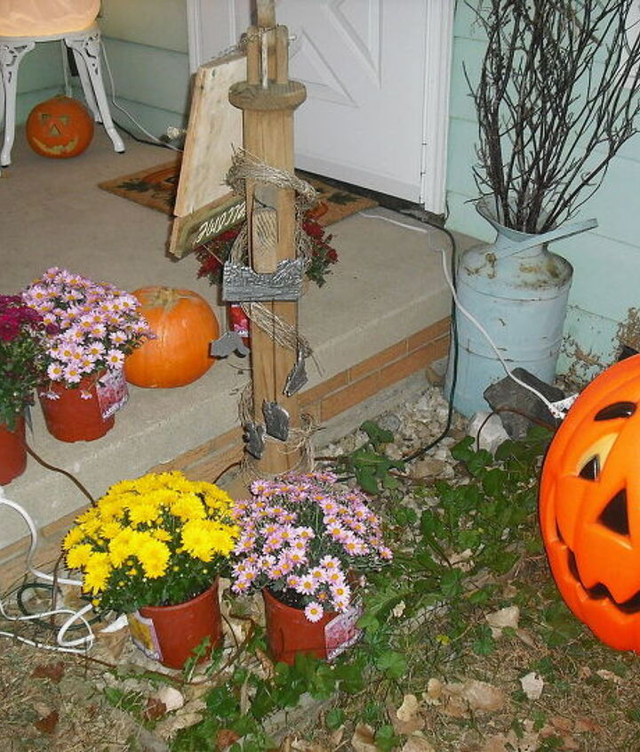 my halloween decorating so far, curb appeal, flowers, halloween decorations, seasonal holiday decor