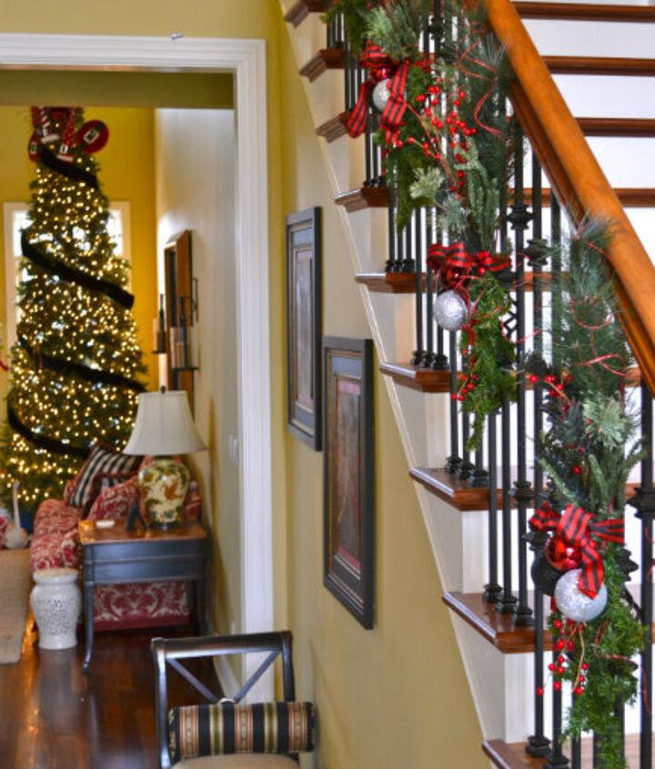 alternative to christmas garland, christmas decorations, crafts, seasonal holiday decor