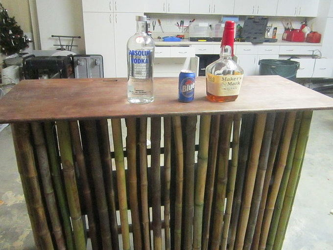 bar built from pallets and bamboo, pallet