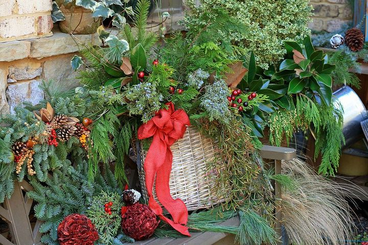 a southern style christmas garden tour on christmas eve, gardening, seasonal holiday d cor