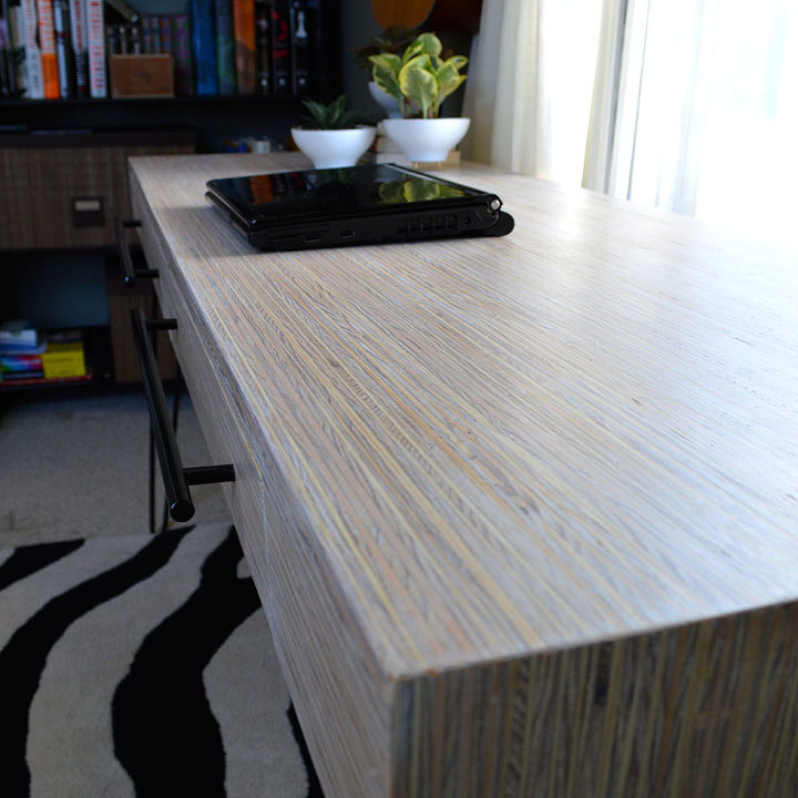 Plywood-strip desk: close up.