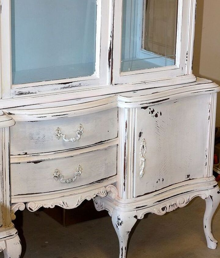 This piece is painted in Pure White with Louis Blue.  Waxed and then heavily distressed.