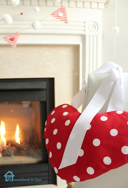 valentine mantel, seasonal holiday d cor, valentines day ideas