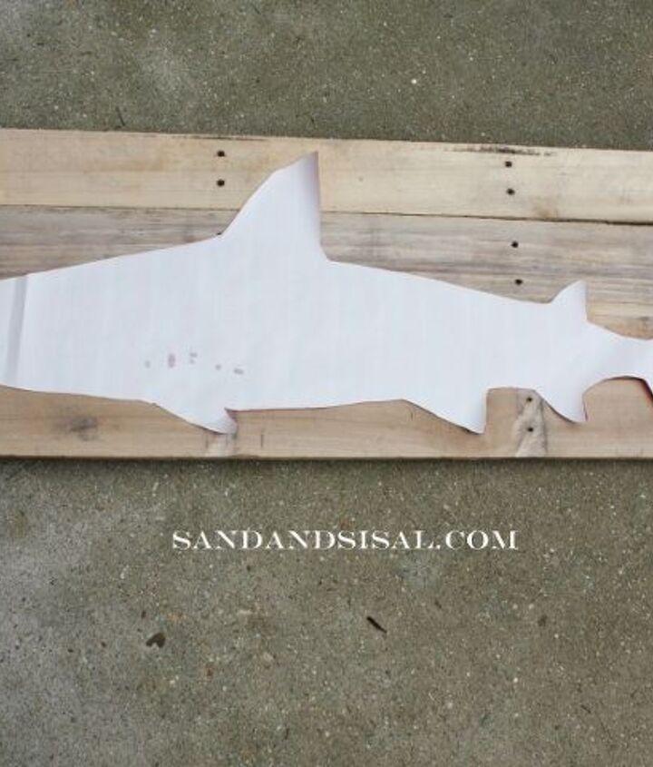 DIY Shark Pallet Art http://www.sandandsisal.com/2012/07/pallet-art-shark.html