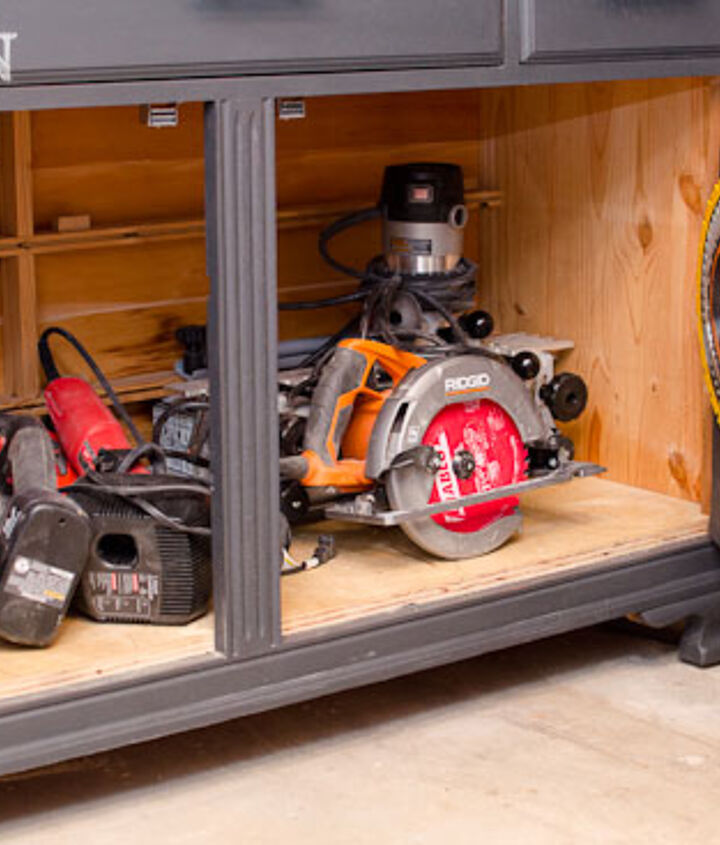 The larger tools sit in the bottom of the chest for easy access.