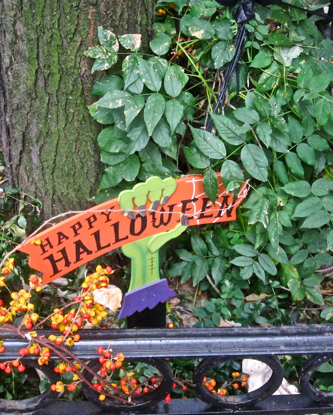Tree Pit Spruced up for Halloween (View Two). Image featured on TLLG's FB Page @ https://www.facebook.com/media/set/?set=a.558139187568792.1073741826.247917655257615&type=1