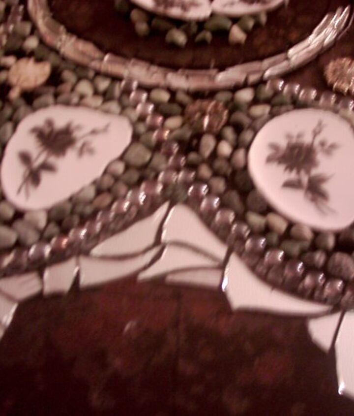 I started forming the outer star pattern with a mix of stones and mirror