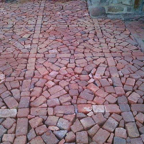 Fill in gaps between circles with smaller broken brick to  get this effect.
