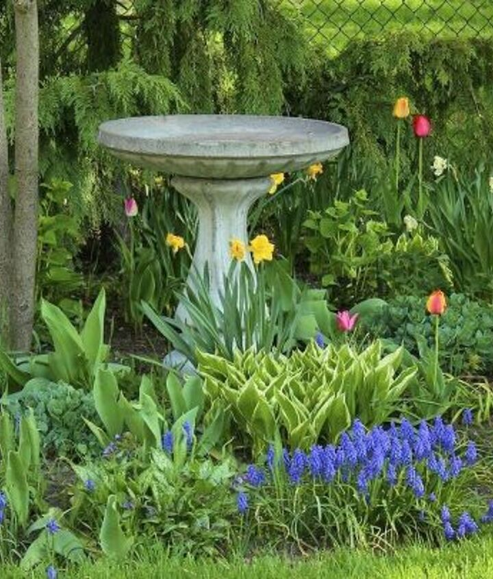See what can be done in just 2yrs. ~ NewHouseNewHomeNewLife http://www.newhousenewhomenewlife.com/2013/08/a-garden-tour.html