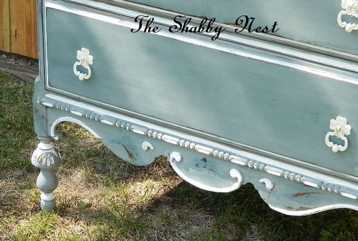 an old dresser gets a new look, chalk paint, painted furniture