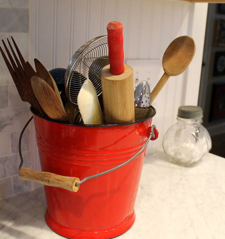 red adds highlights to a kitchen, home decor, Red Highlights