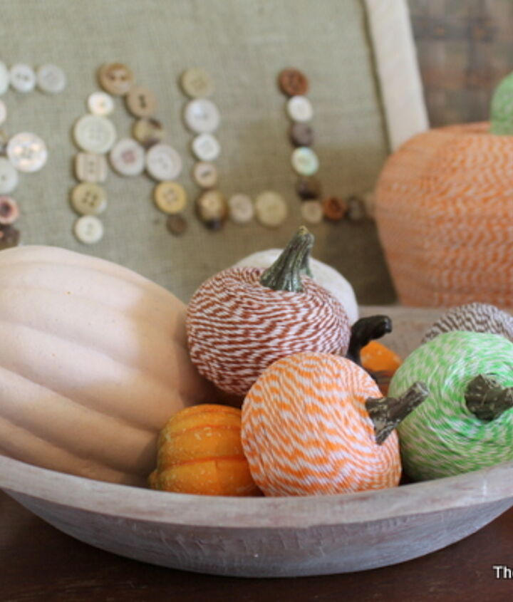 I also made a large baker's twine pumpkin in the back.   Learn how to make them here:  http://www.thecountrychiccottage.net/2012/10/bakers-twine-pumpkins.html