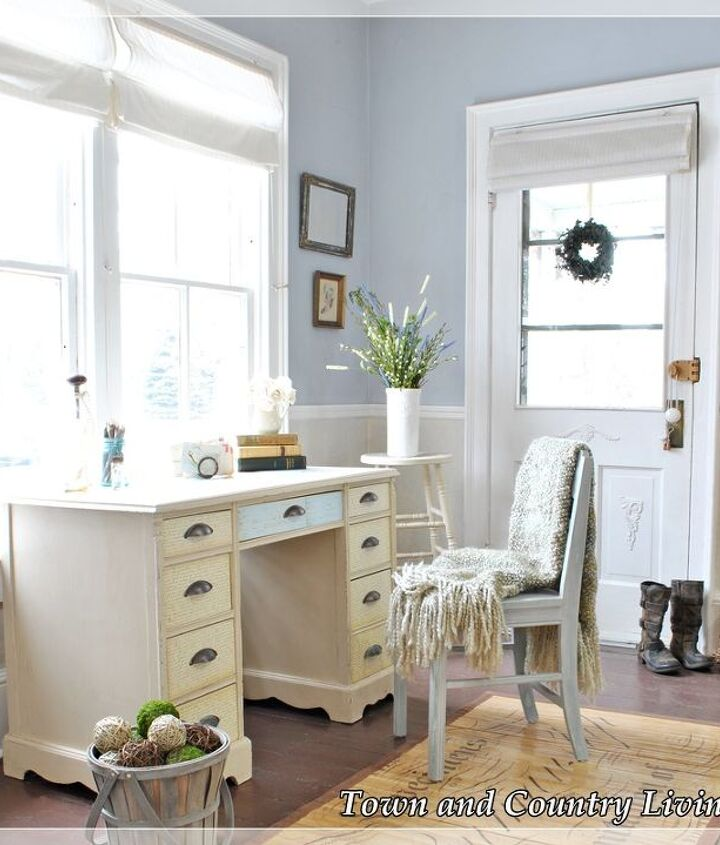 The desk provides a great place for storing car keys, mail that needs sorting, mittens, and more.
