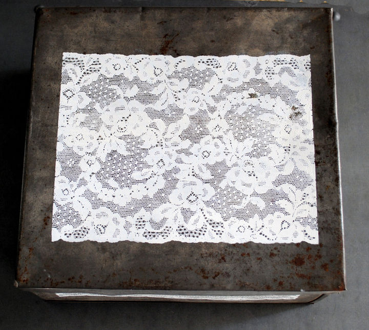 Tin with painted lace on top