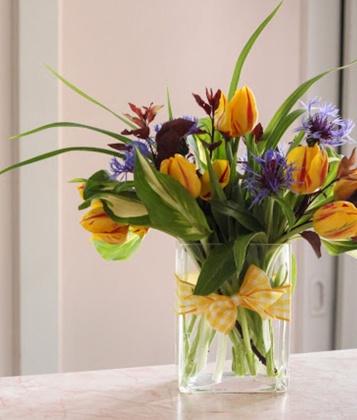 In a few simple steps you can create your own beautiful centerpieces for so much less then you can by at the florist.