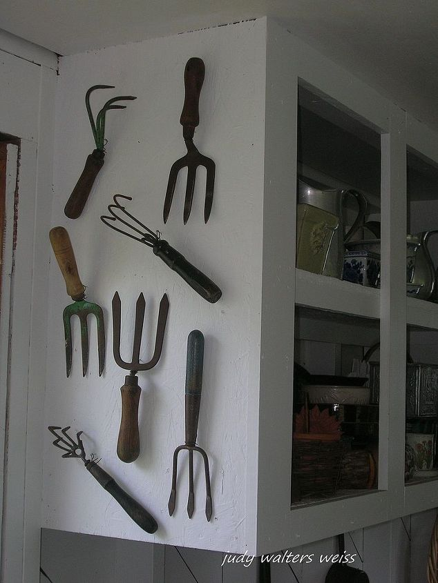 Vintage garden tools come in so many different colors & unique shapes ~ they're fun to collect!