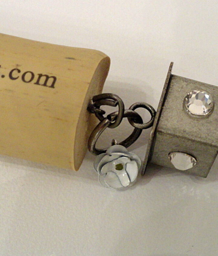 recycle wine corks into fun keychains, crafts, repurposing upcycling