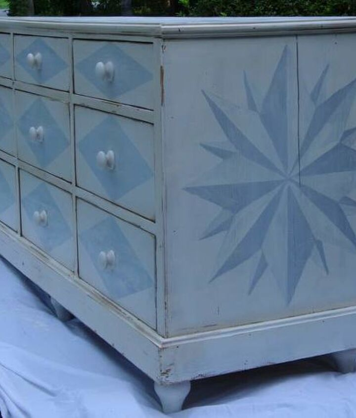 A 2-toned compass rose filled the entire endcap of the dresser... one on each end.