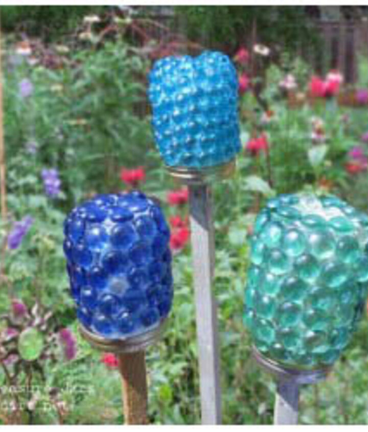 Garden treasure jars - it's both a diy craft and a fun way to involve kids in the garden.