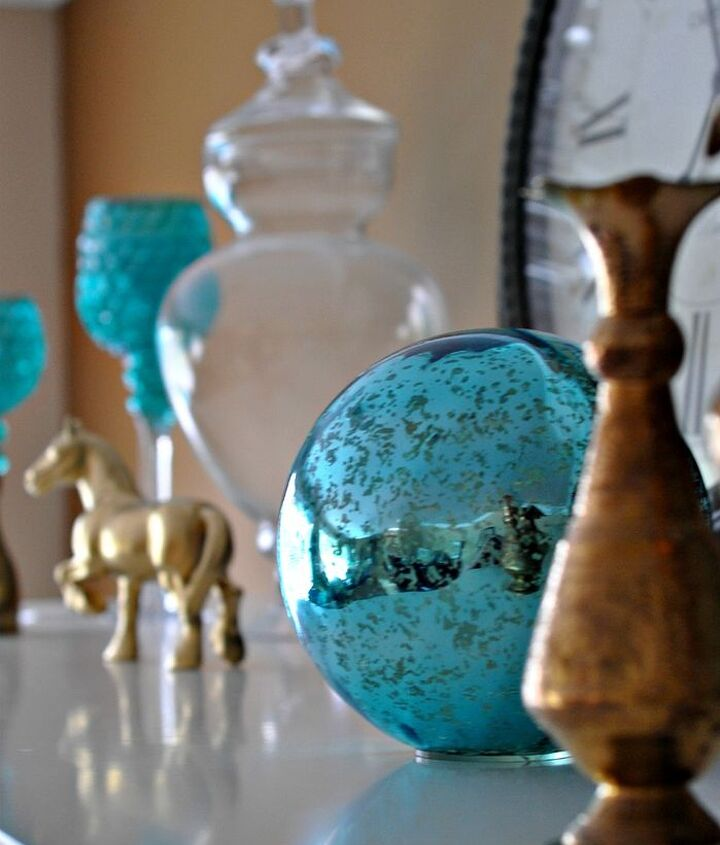 A peek-a-boo gazing ball with my golden horse (tutorial for him on HT too!).