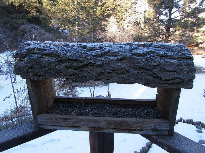 great natural roof for bird feeder, outdoor living, pets animals