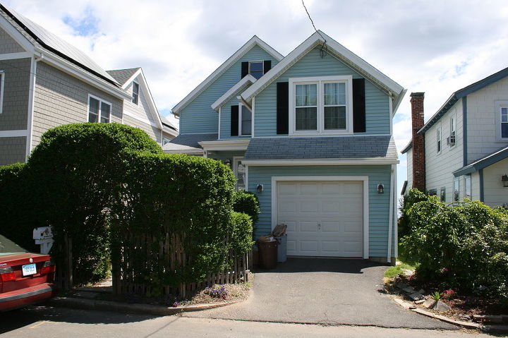 Front view of home before renovation by Titus Built, LLC.