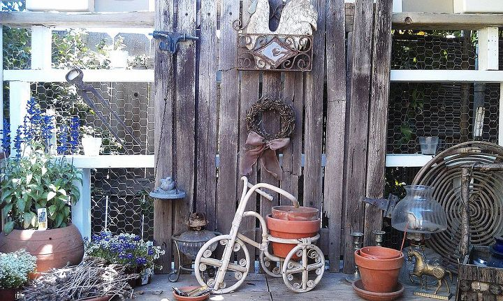 Various discarded accessory items