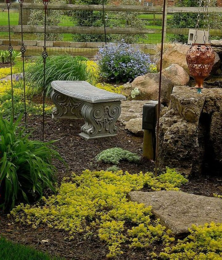 Sitting area by the pond