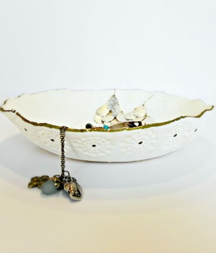 Perfect for storing jewelry or trinkets!  http://www.madincrafts.com/2013/02/diy-stamped-clay-dish.html