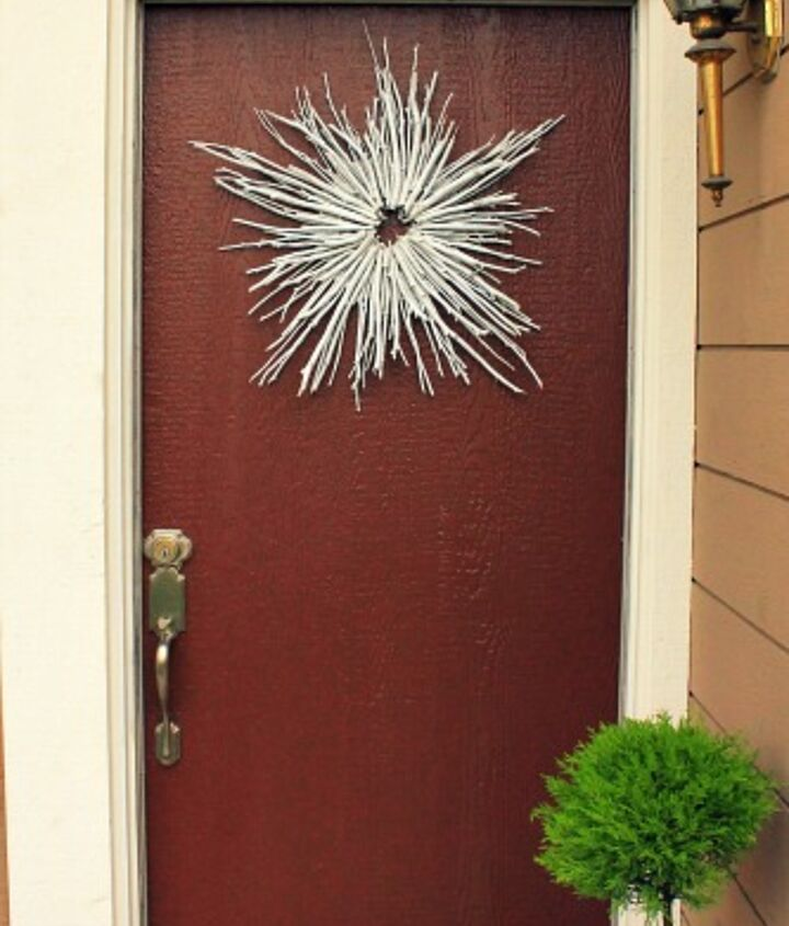 I love the way this turned out! Such a striking, graphic statement to welcome my guests :).   See more here: http://www.myclevernest.com/2012/12/sparkly-winter-wreath.html#