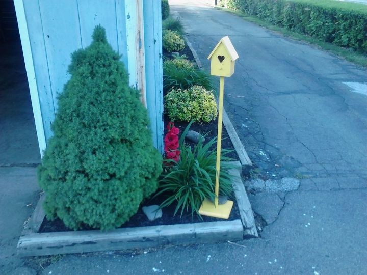 yellow bird house, gardening, outdoor living, decorating with red and yellow outdoors
