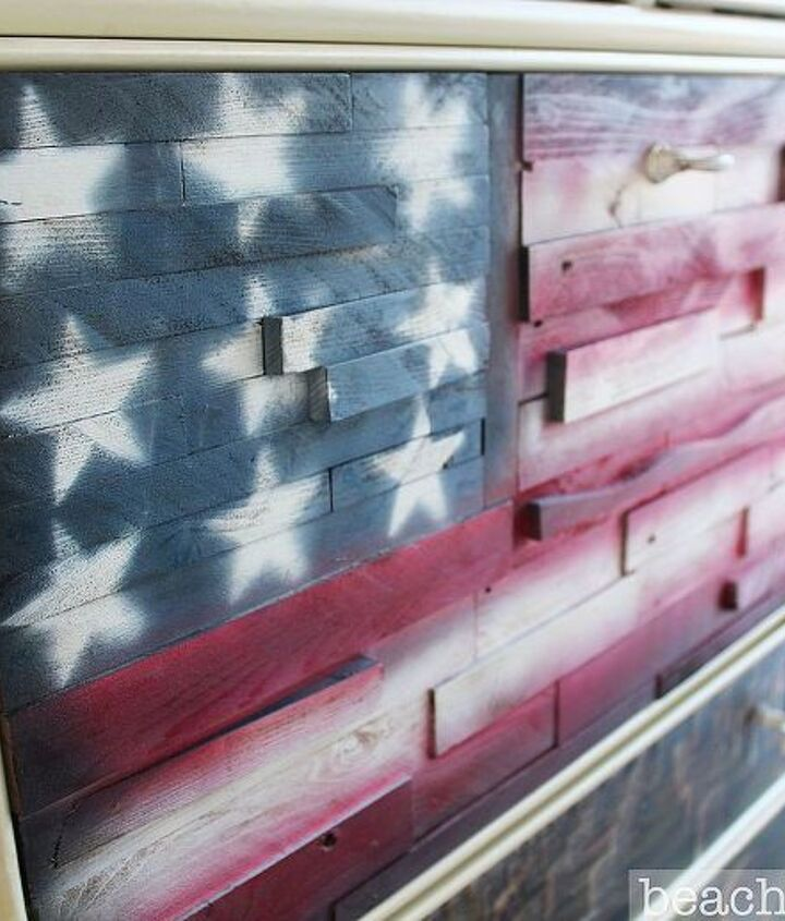 http://beachbumlivin.com The flag is made from pallet wood scraps.
