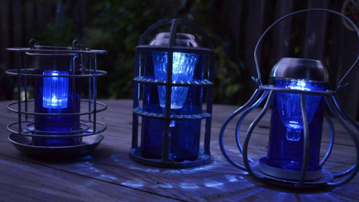 Marie Niemann's brilliant blue lamps,...from Bud Light beer bottles, amazing upcycle!