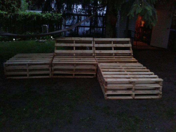 pallet sectional for outside, diy, pallet projects, repurposing upcycling