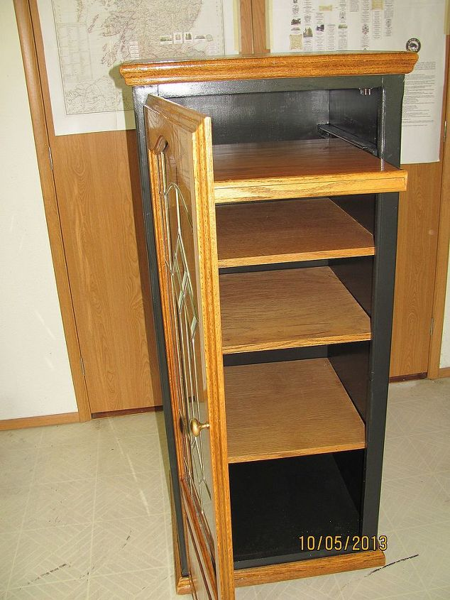 After the VCR drawer is shortened, I put it in the cabinet for a pull-out 4th drawer.  I chose black paint to tie in with other pieces, but just couldn't bring myself to cover all the beautiful oak....now to think up other projects....