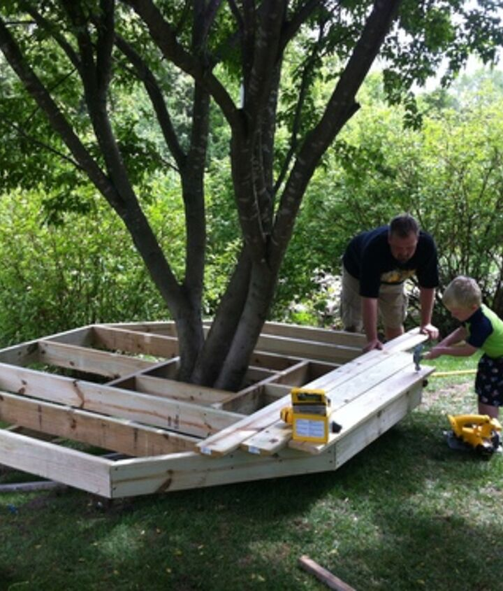 The tree fort Castle is supported by the ground. Being low to the ground makes is safer for the little ones.