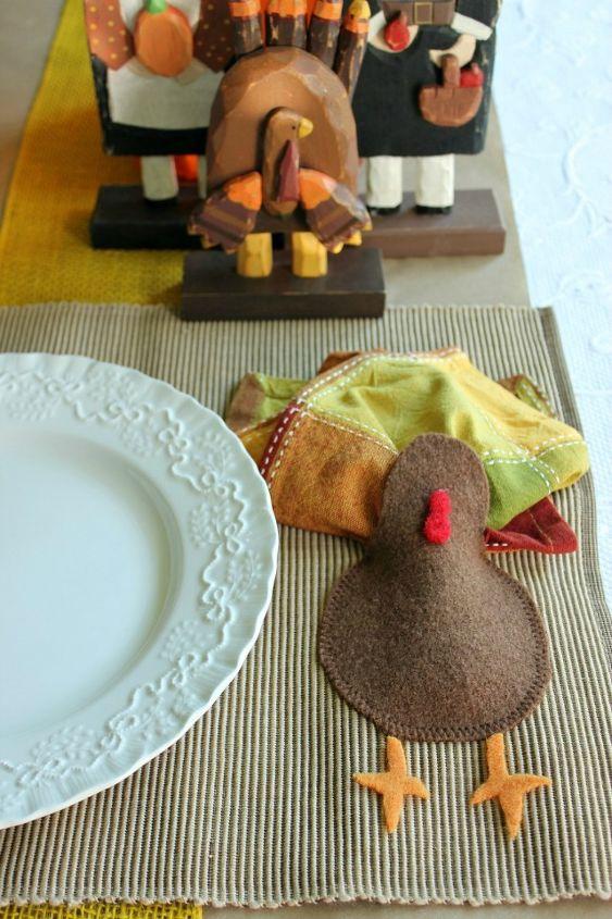 diy turkey placemats, seasonal holiday d cor, thanksgiving decorations, Napkin holding turkey placemats