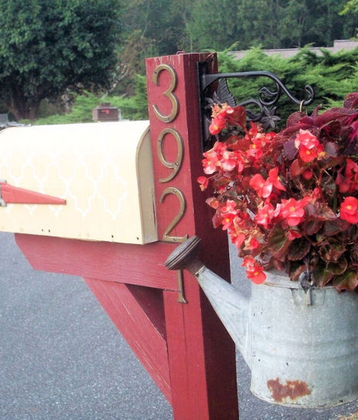 Before - stenciling - yeah, the mailbox definitely needed something.