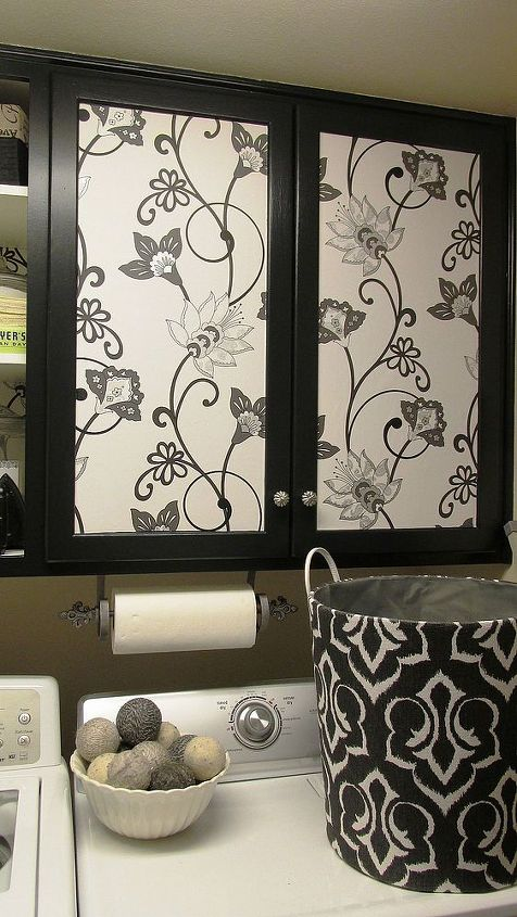I used rub-n-buff by Amaco (as seen in my blog pst here: http://hervintajesoul.blogspot.com/2013/11/rub-n-buff-projects.html ) to redo the fleur de lis paper towel holder.