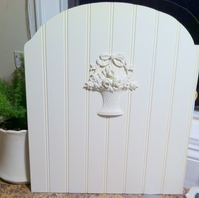 I cut this piece of beadboard to fit in the frame and added a basket of posies applique. It was painted with Miss Mustard Seed Linen Milk Paint.